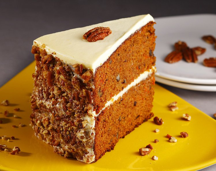 胡蘿蔔蛋糕以紅蘿蔔、鳳梨及胡桃烘烤並覆上奶油起司糖霜,原價320元。圖/GB鮮釀...