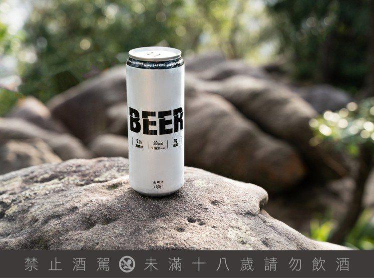 臺虎精釀年初推出的生啤酒「嗨」,強調零糖、低熱量,每100毫升僅30大卡 ※ ...