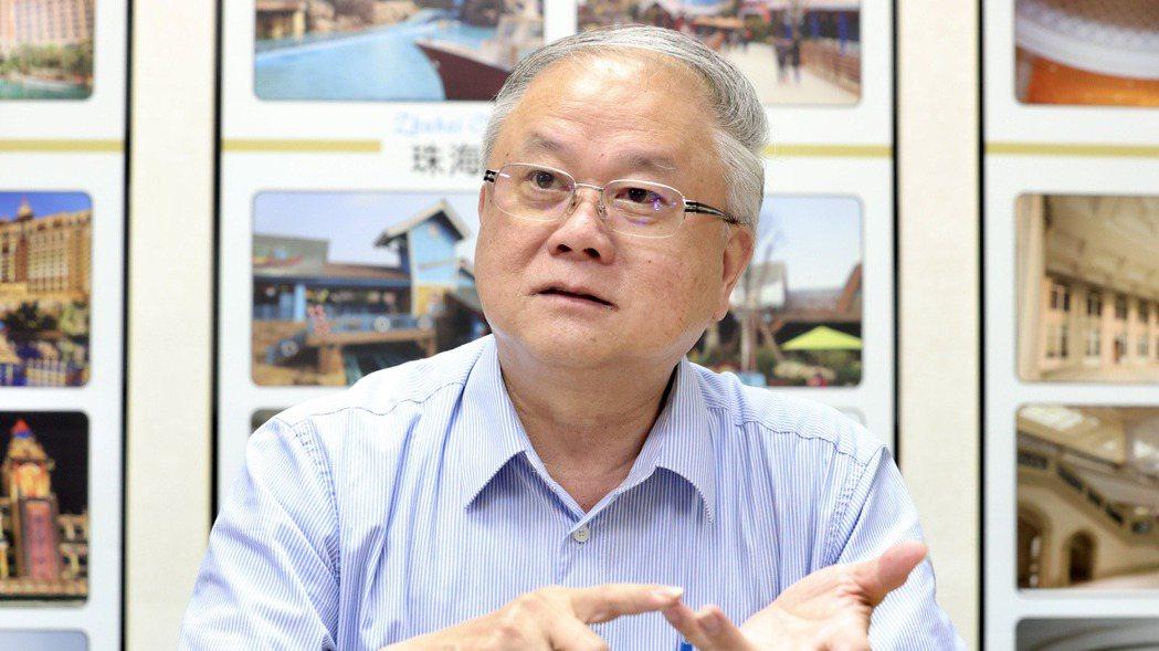 加州、香港、上海三座迪士尼城堡,都出自豪門國際開發董事長簡廷在之手,展現文化創意...