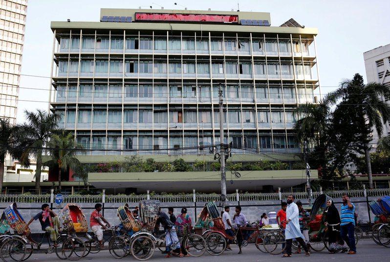 孟加拉中央銀行二○一六年遭盜取八千一百萬美元(約台幣廿二億五千三百萬元),北韓駭客被指是元凶。圖為孟加拉央行。路透
