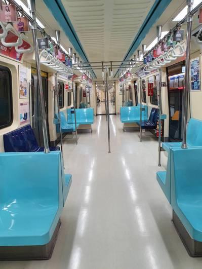 雙北升防疫三級第一周,捷運空蕩蕩。記者楊雅棠/攝影