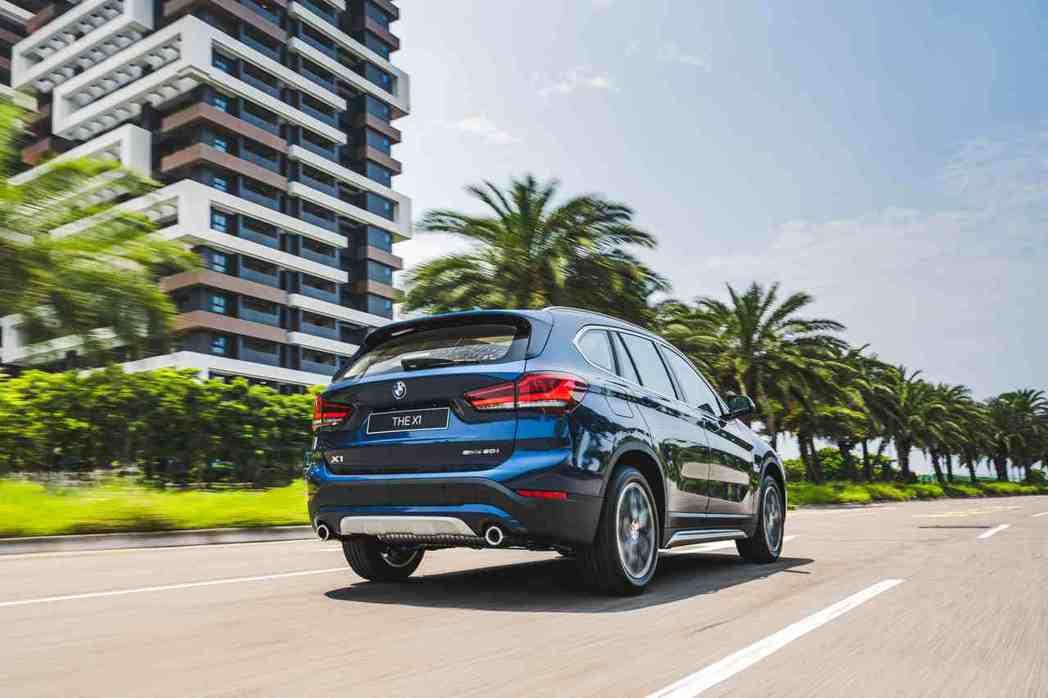 全新BMW X1搭載TwinPower Turbo引擎,具備創新的渦輪增壓技術及...