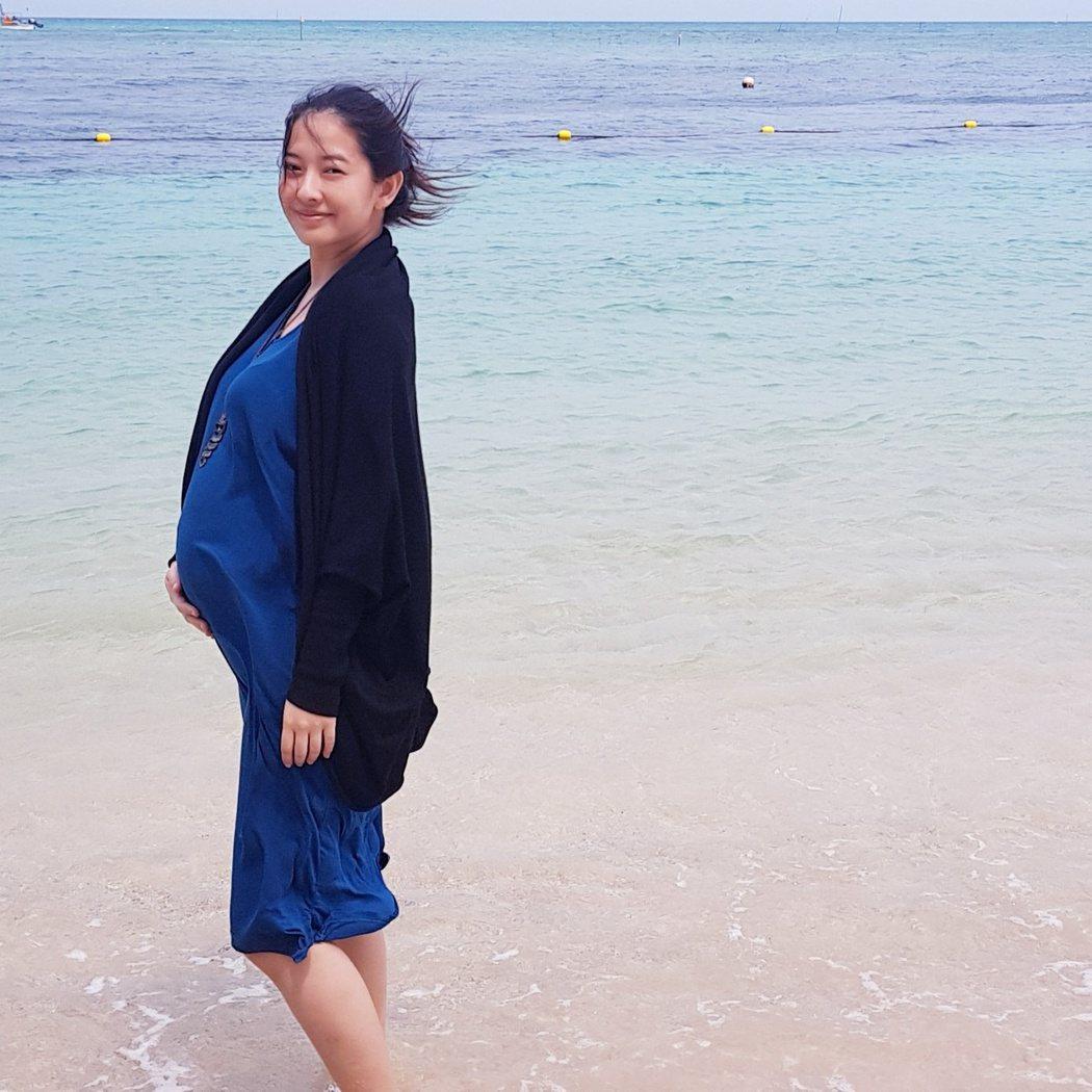 周采詩曾帶著還在肚子裡的兒子去沖繩。 圖/擷自林俊傑臉書