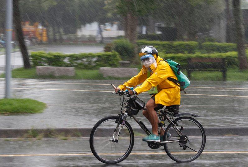 中央氣象局針對基隆市、台北市、新北市發布大雷雨訊息,持續時間至下午1時45分。聯合報系資料照