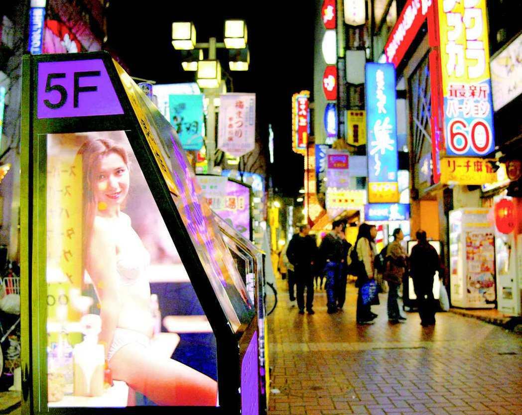 圖/路透社:日本當前的疫情紓困方案中,無論是企業或是個人,都排除了「風俗業」的申...