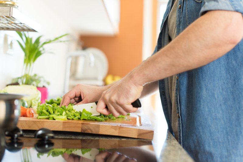 一名網友之前囤貨太多,導致一些冷凍食品吃不完也吃膩,於是上網求助其他人分享食譜。 圖/ingimage