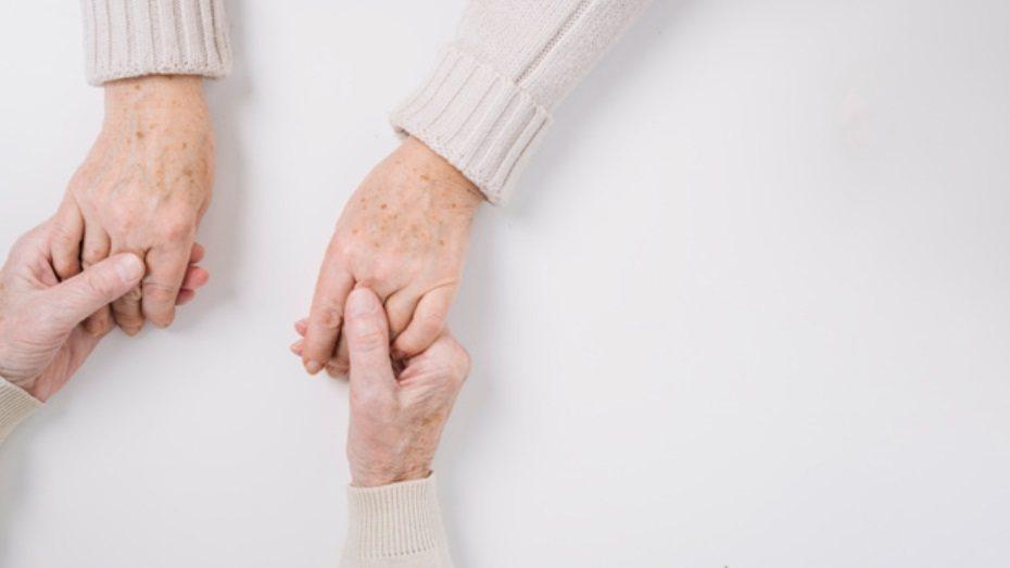末期病痛日復一日的折磨、丟下伴侶的錐心之痛,不論是要走的人,或留下的人,都難以釋...