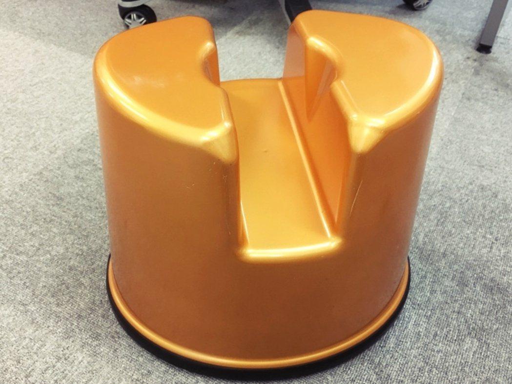 圖/截自Amazon JP:此為日本泡泡浴店常見的道具「スケベ椅子」(色鬼椅)—...