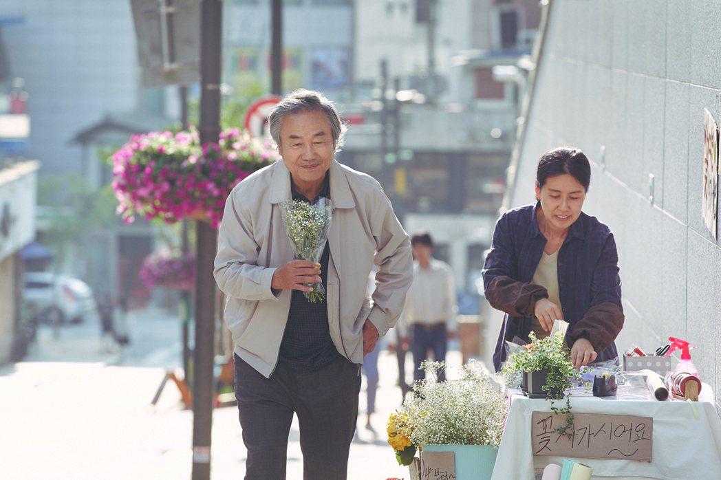 「我是遺物整理師」劇照,鄭東煥飾演社區管理員。圖/Netflix提供