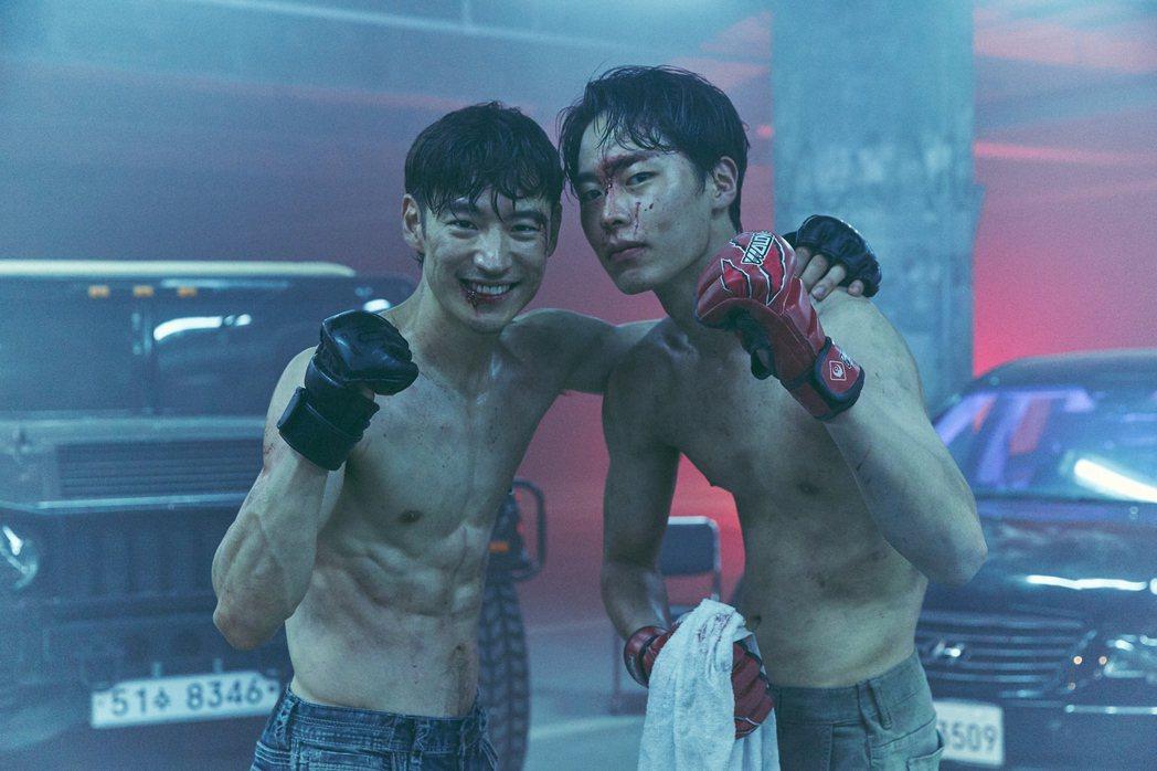 「我是遺物整理師」劇照,李帝勳與李宰旭。圖/Netflix提供