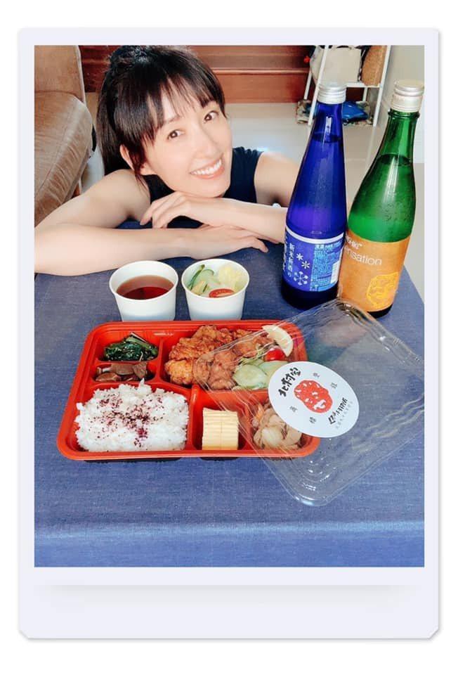 田中千繪有感餐廳業者最近都過得很辛苦,時常叫外送,最近也在臉書上推廣北村豐晴導演...