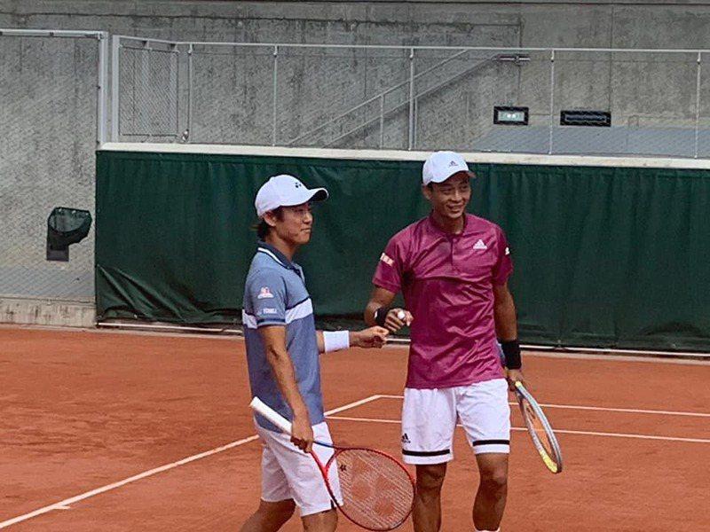 盧彥勳(右)與西岡良人。 擷圖自盧彥勳臉書