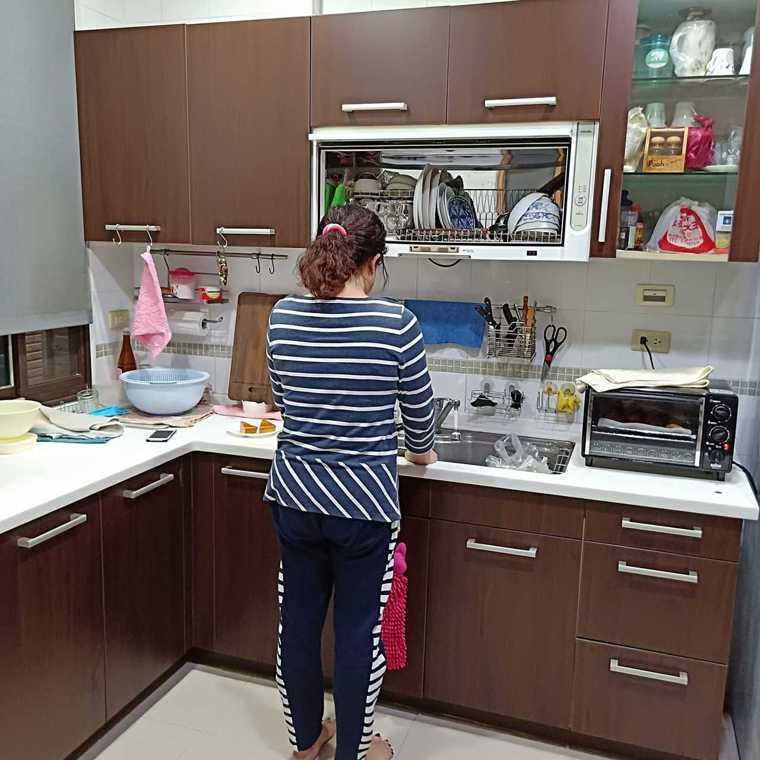 在家防疫期間,就是在家煮三餐。