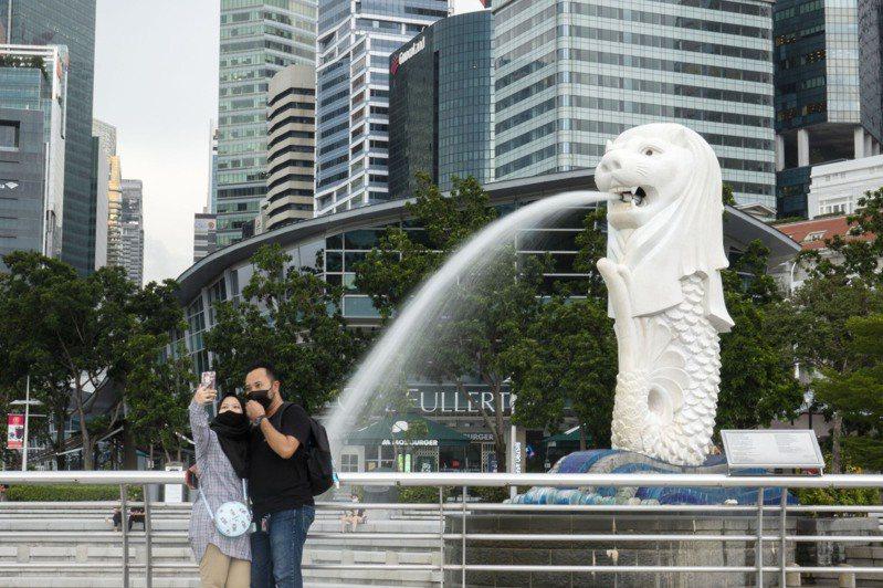 新加坡衛生部今天表示,鑒於廣東近期2019冠狀病毒疾病(COVID-19)確診案例增加,將緊縮邊境管制,禁止過去21天內曾到中國廣東、持有航空通行證的短期旅客入境新加坡。 新華社