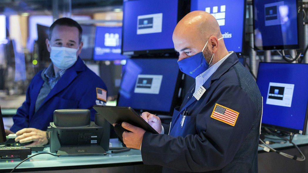 美股三大指數3日全面走低,科技股表現拖累標普500和那斯達克指數。美聯社