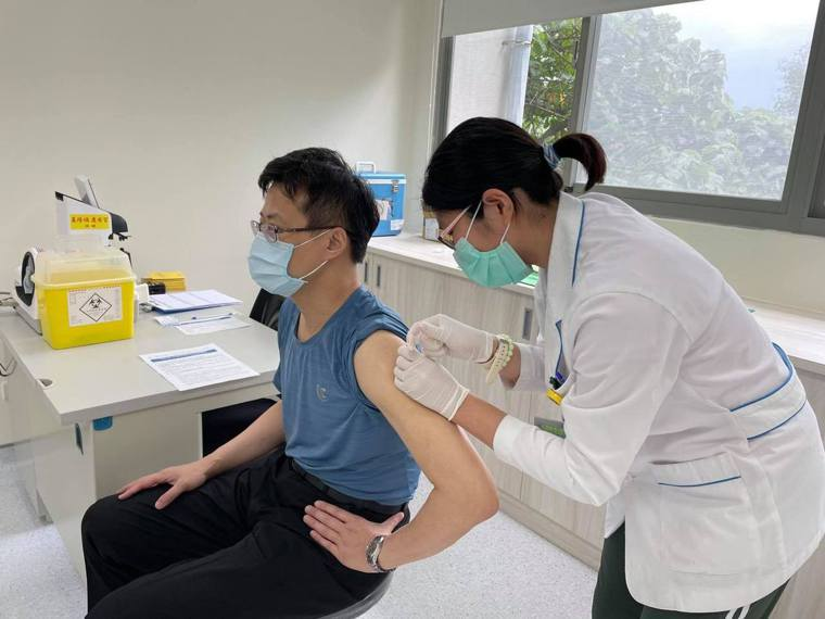 日124萬劑AZ疫苗及時雨,林右昌喊話:基隆要比照北北桃。圖/取自林右昌臉書