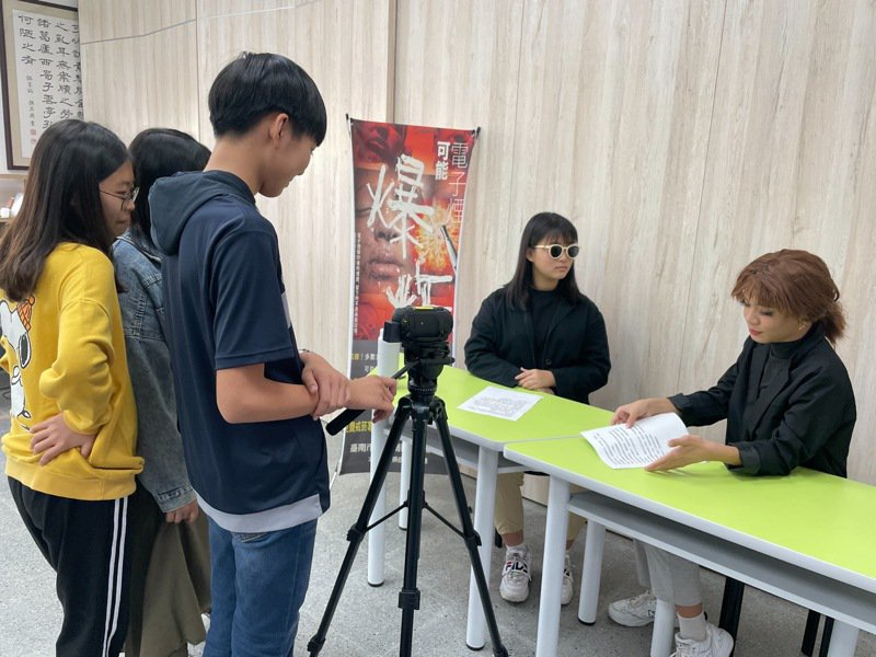 台南市安南國中以「健康診聊室-菸害診療室」影片,榮獲國教署「網紅就是你」短片競賽優等。圖/台南市教育局提供