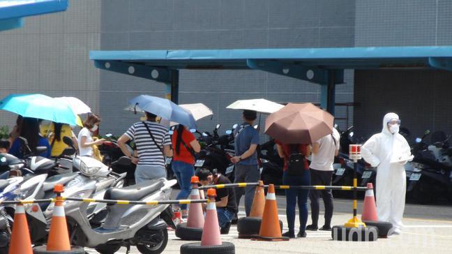 封測大廠京元電子昨天起一連3天在廠內辦理快篩。記者胡蓬生/攝影