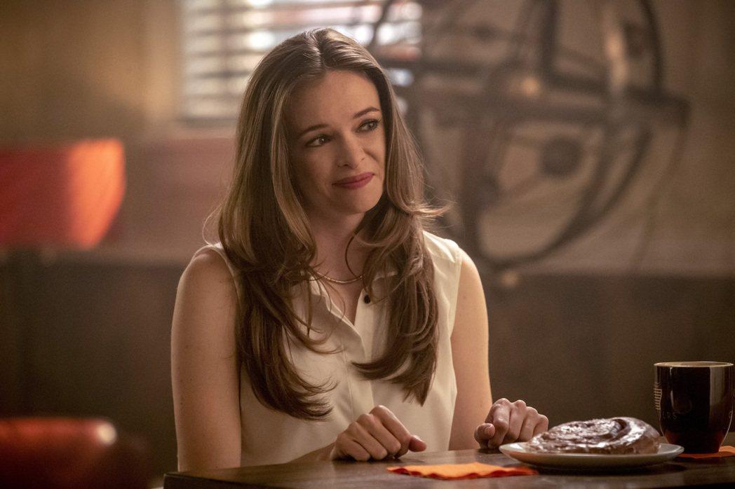 丹妮兒帕娜貝克是「閃電俠」從第一集就登場的固定要角。圖/Warner TV提供