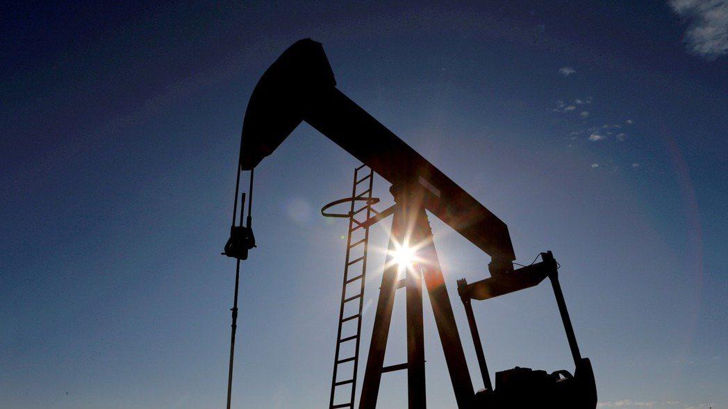 最近鋼、玉米等大宗商品價格已從5月攀抵的高峰回跌,但油價漲勢仍持續不輟,凸顯另有...