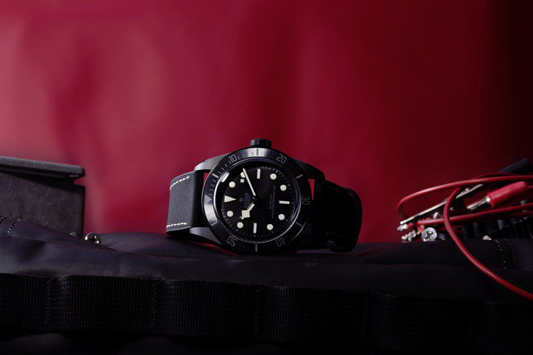帝舵(TUDOR)近日發表新款Black Bay Ceramic腕表,粗獷黝黑。...