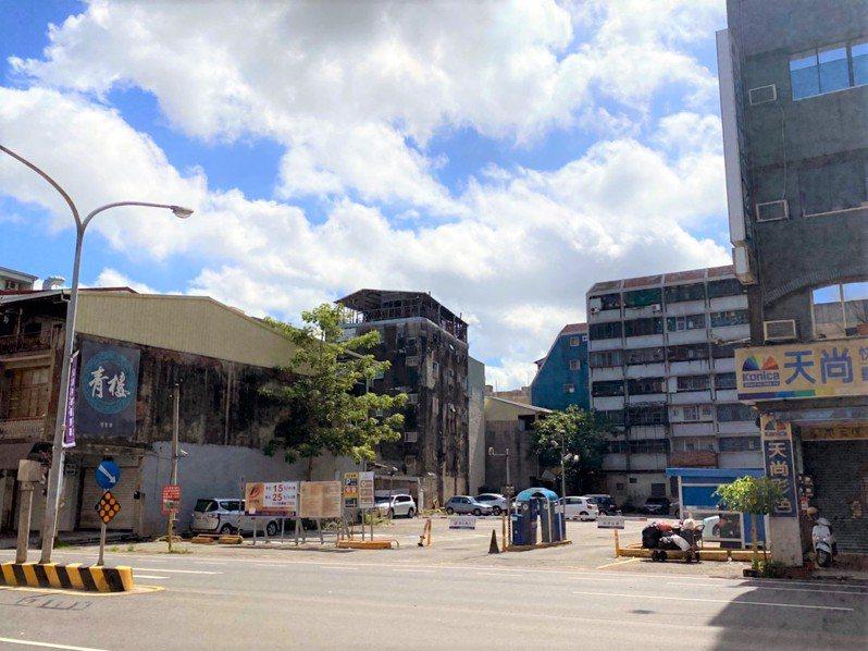上櫃建商皇龍開發砸5億買下位於西門路一段569.95坪商業用土地。圖/台灣房屋