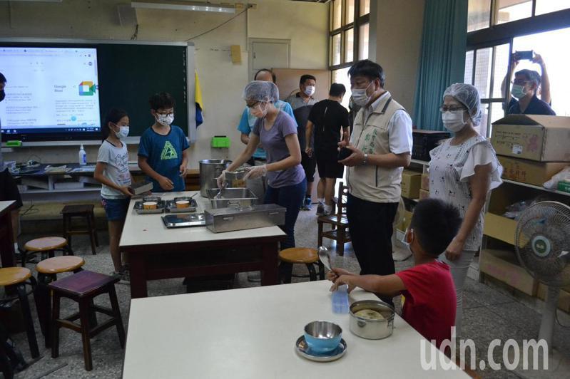 台南市教育局在停課不停學期間,加強食育宣導,讓學生健康吃,更有抵抗力。記者鄭惠仁/攝影