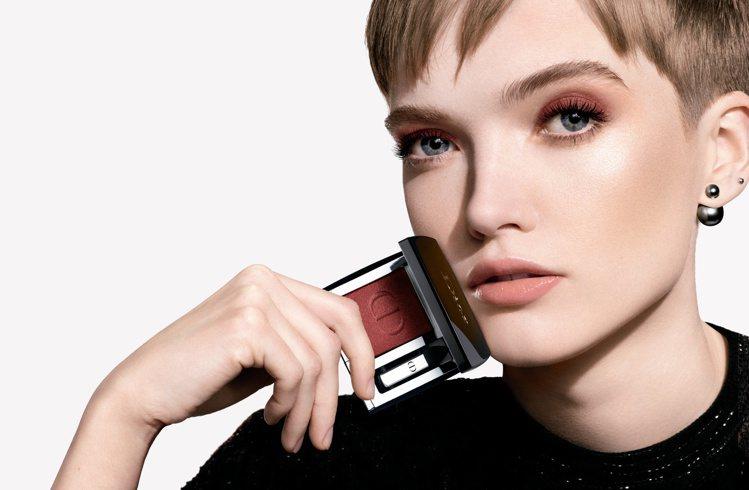 迪奧推出全新絕對搶眼系列彩妝。圖/迪奧提供