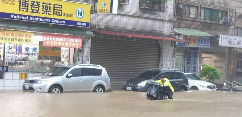 大安文山區部分低窪地區積淹水嚴重。圖/北市議員鍾沛君研究室提供