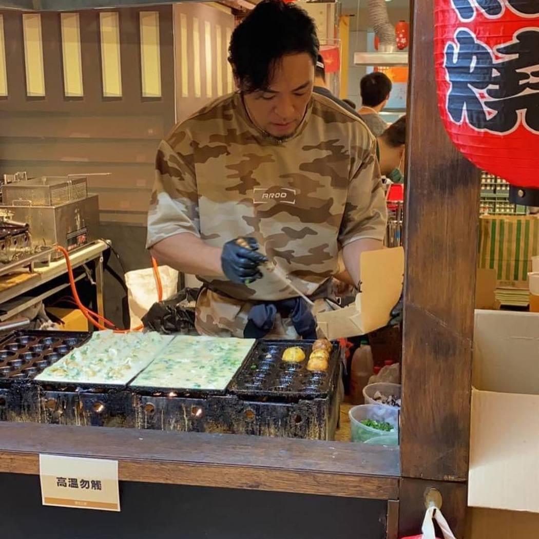 夢多的章魚燒店已改成外帶形式。圖/摘自臉書