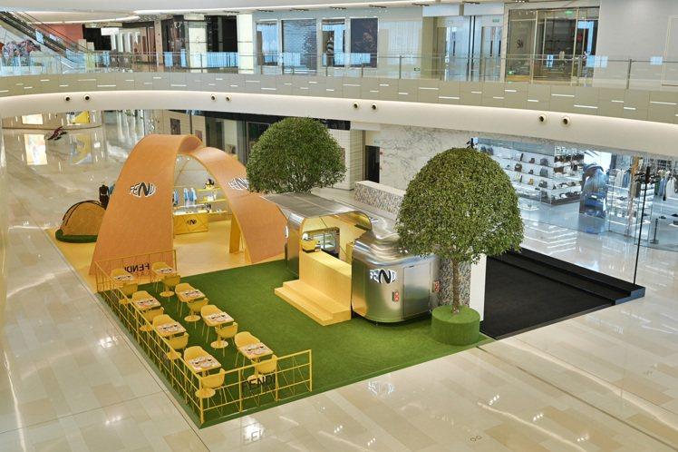 FENDI Vertigo系列快閃店以露營地的概念打造,FENDI CAFFE則...