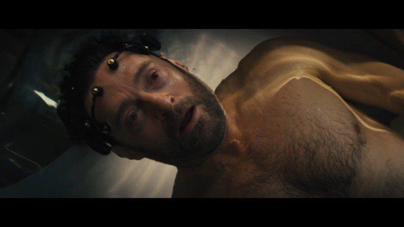 休傑克曼在新片「追憶人」秀出猛肌。圖/摘自YouTube