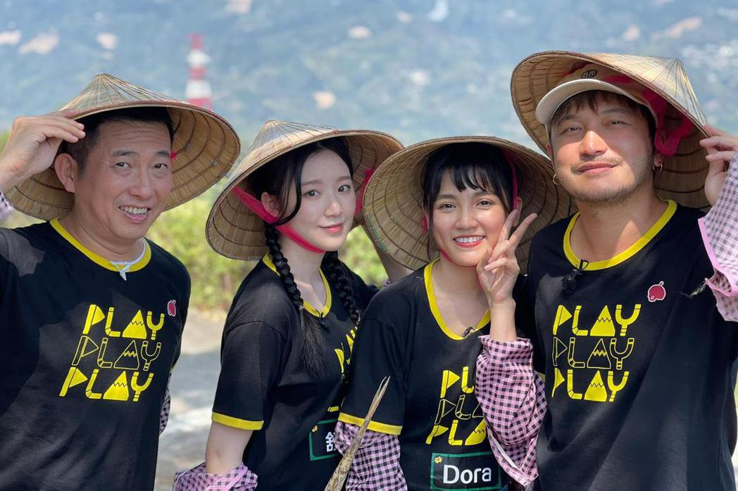舒華(左二)原本就是節目忠實觀眾。圖/Cube Entertainment提供