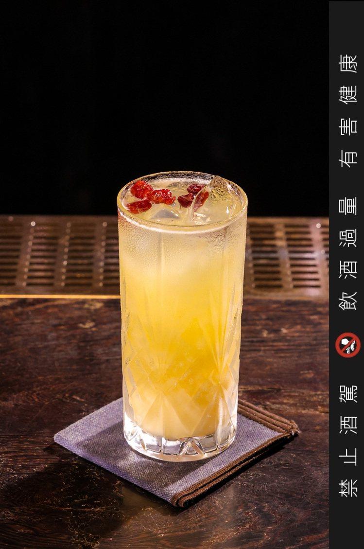 第三杯特調則以津津蘆筍汁,加上養樂多豐富的乳酸,以平衡蘆筍汁與啤酒的風味,最後再...