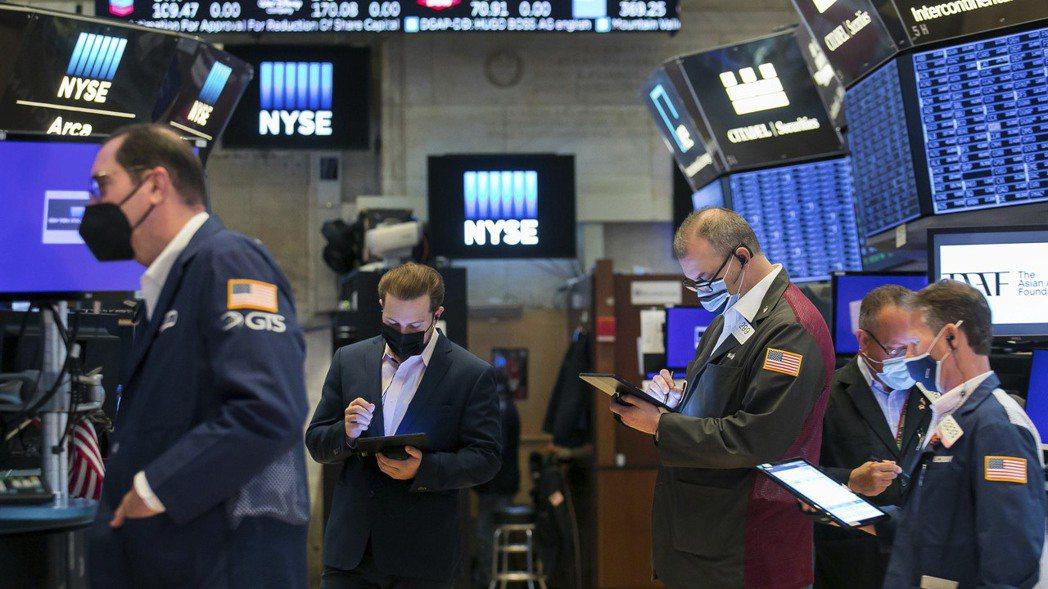美股10日收紅,標普創歷史新高。美聯社
