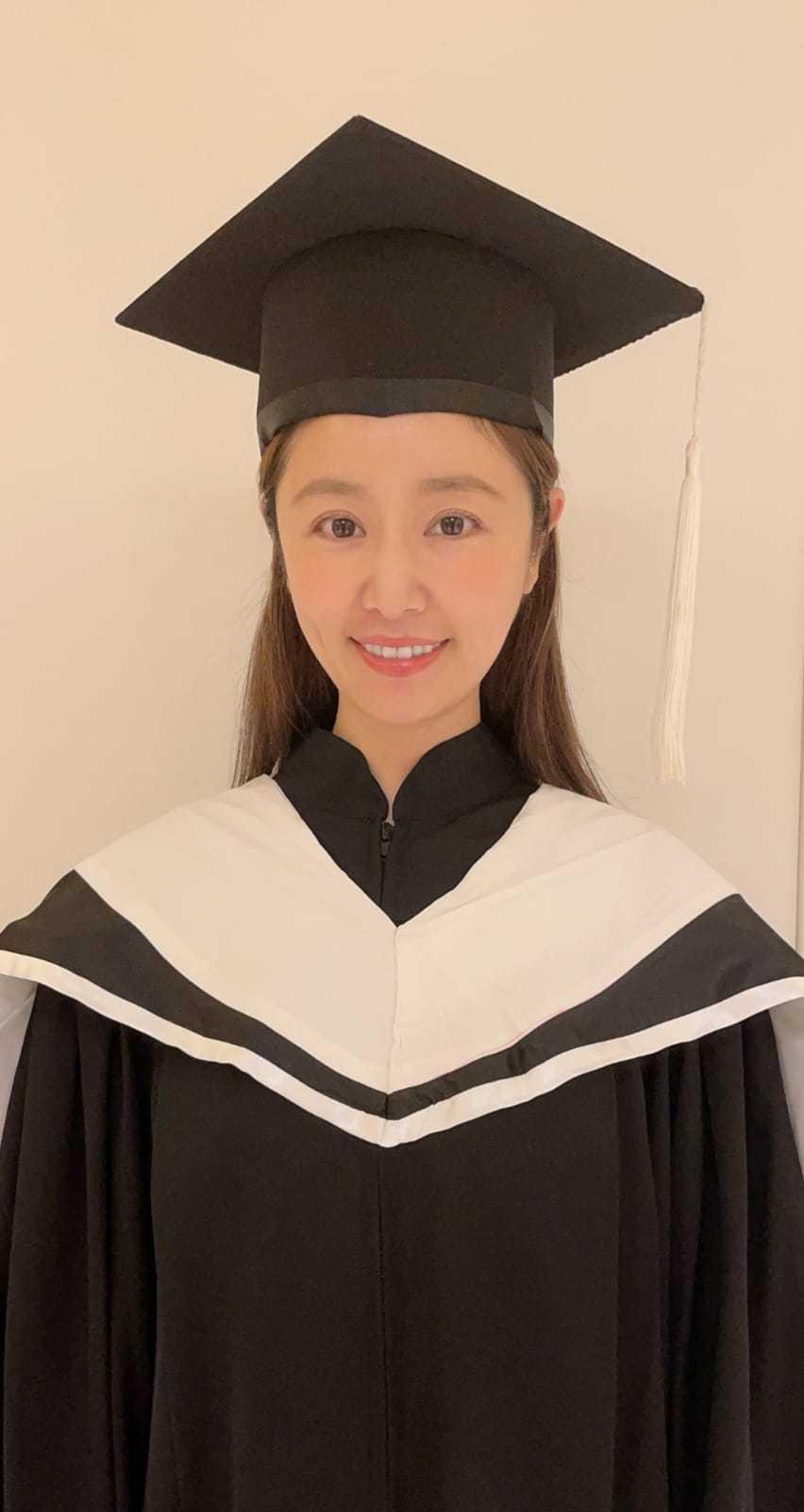 林心如從世新碩士班畢業,還獲獎。圖/世新大學提供
