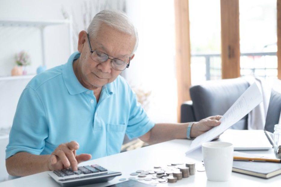 勞保年金開始領取給付的時間點,會決定年金總額多寡。 圖/freepik