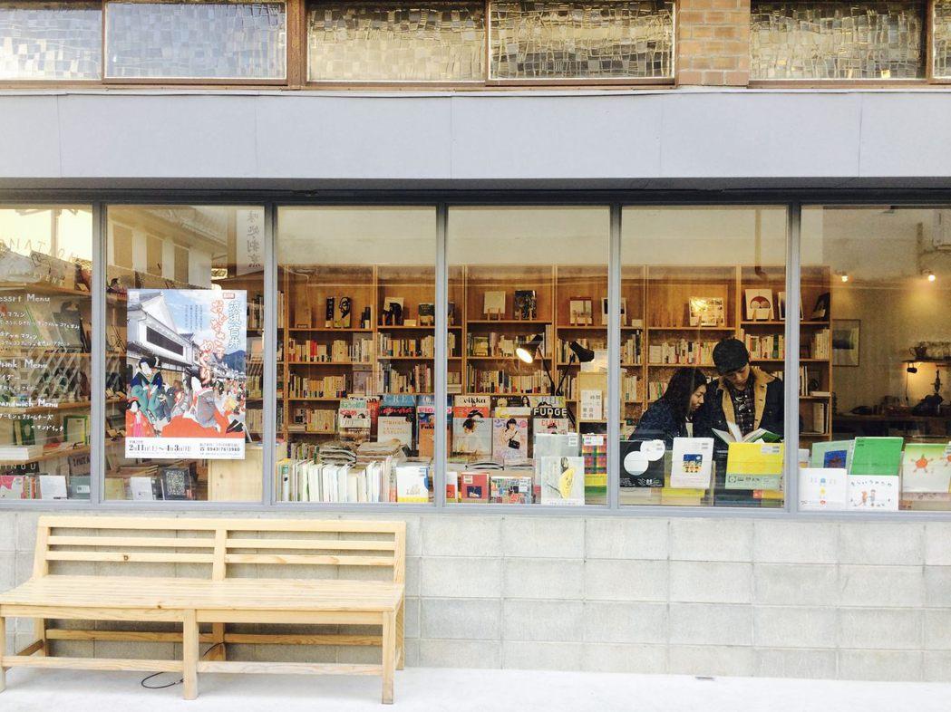充滿個性的實體小店,在此刻更需要我們支持,畢竟因為這些零售業裡的做夢者,我們的城...