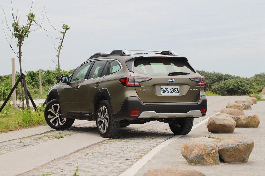 Subaru Outback擁有旅行車的空間機能、休旅車的底盤離地高度,匹配品牌...