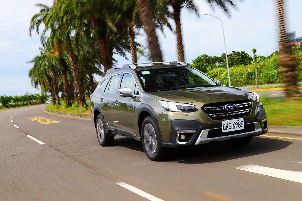 行車輔助系統方面,全新Subaru Outback增加LCF車道維持置中、AES...