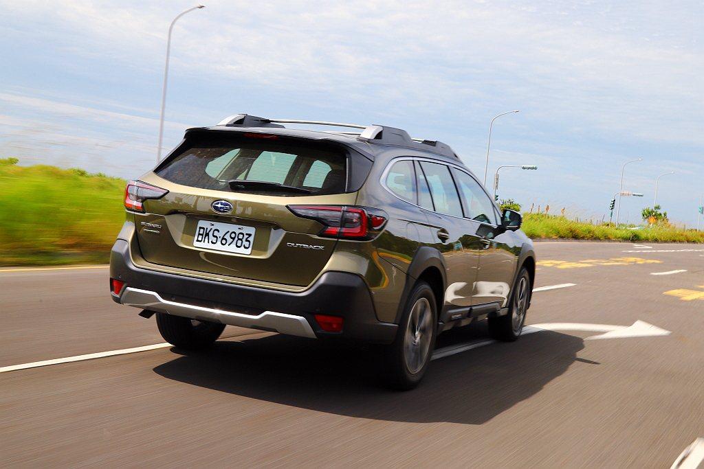 全新Subaru Outback亦換裝SGP模組化底盤平台,使車身剛性顯著強化且...