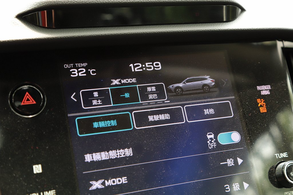 新版本X-MODE脫困系統提供雪/泥土、厚雪/泥巴、一般等三種模式可調。 記者張...