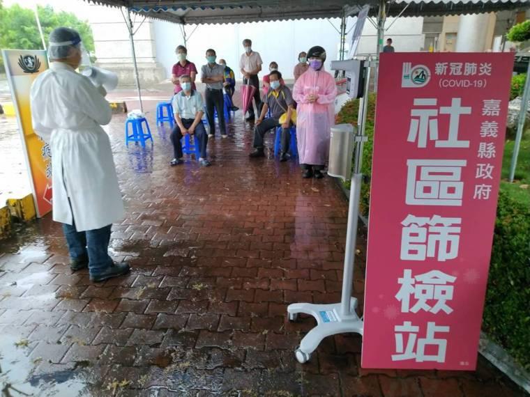 嘉義縣大林鎮出現新冠肺炎本土案例,衛生局設置社區篩檢站。圖/嘉縣府提供
