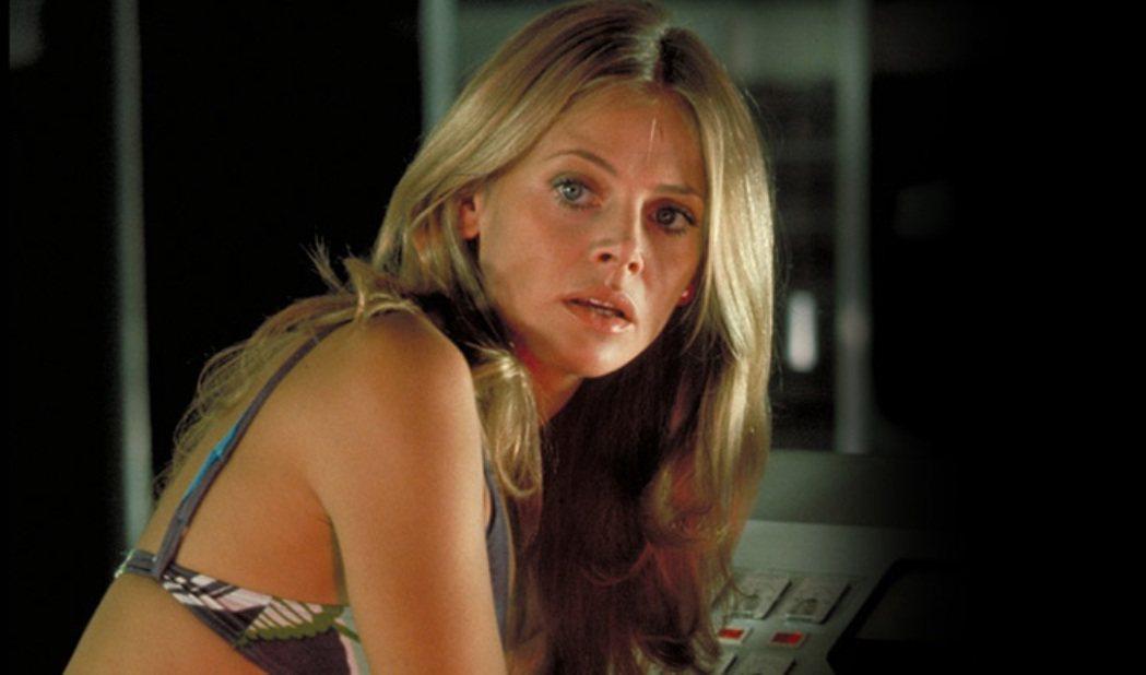 布麗特艾克蘭在「金鎗人」中美麗奪目。圖/摘自imdb