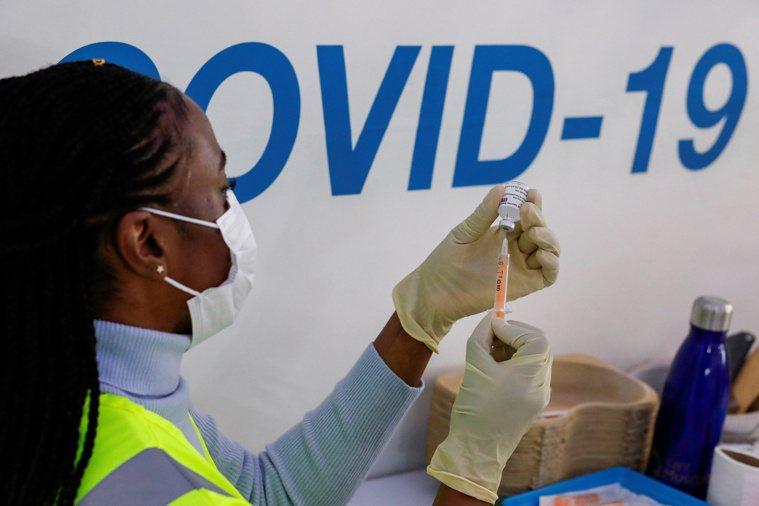 針對多國陸續向國際捐贈疫苗,英國政府表示,將以保護國民為優先。路透