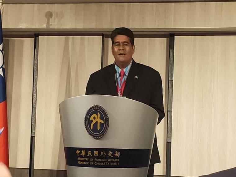 惠恕仁在本周的記者會上表示,隨著帛琉開啟往關島的航線,他正尋求把帛琉病患送往關島...