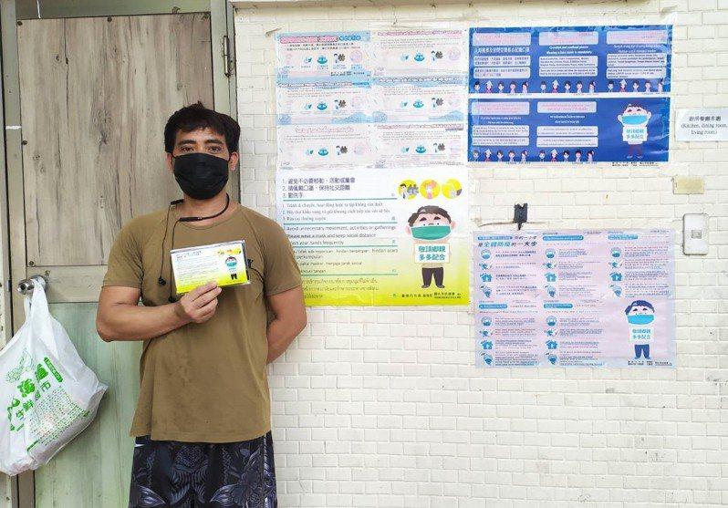 台南市勞工局將全面稽查移工宿舍,宣導避免群聚飲食、抽菸、聊天、喝酒。圖/勞工局提供
