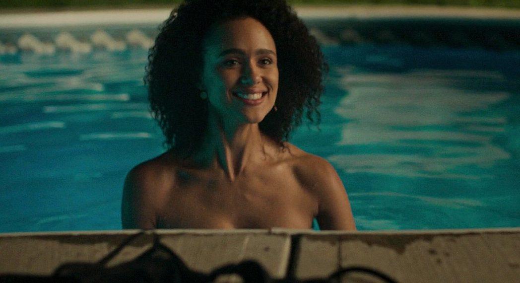 娜塔莉伊曼紐對角色的裸露程度,心中自有一把尺。圖/摘自YouTube