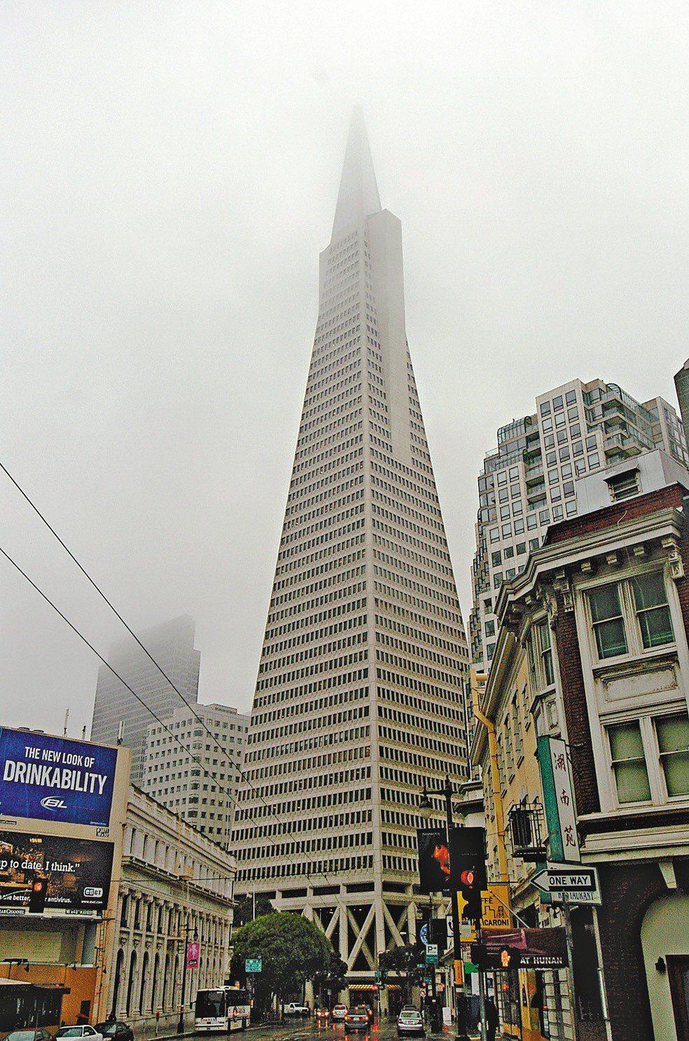 隨著重大建設陸續落實,加上科技菁英不斷湧入的剛性需求,為舊金山房地產市場帶來強勁...