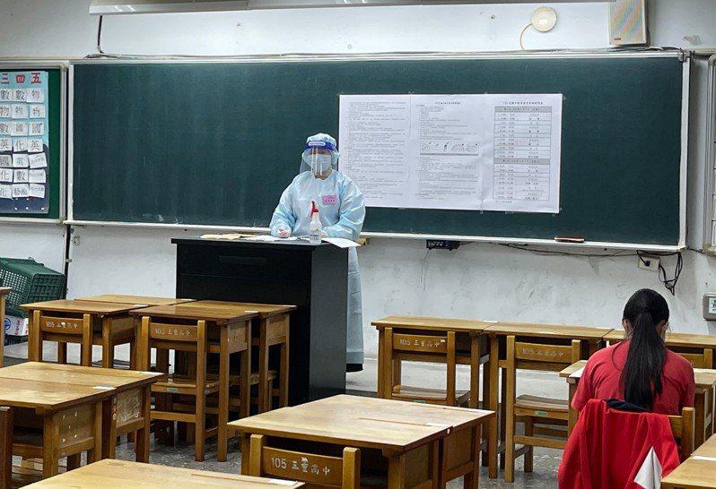 新北教育局在昨天、今天兩天舉辦國中會考補考。圖/新北市教育局提供